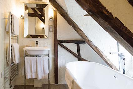 Walstan - Deluxe Suite Bathroom